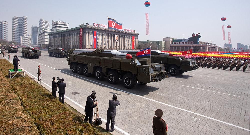 Míssil balístico Musudan exibido durante a parada militar em Pyongyang em homenagem ao centenário do último líder norte-coreano, Kim Il-Sung, em 15 de abril de 2012
