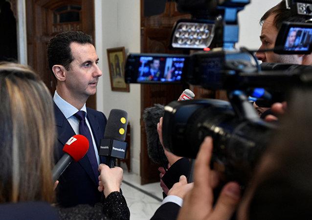 O presidente sírio, Bashar Assad, fala com jornalistas franceses em Damasco, Síria, 9 de janeiro de 2017