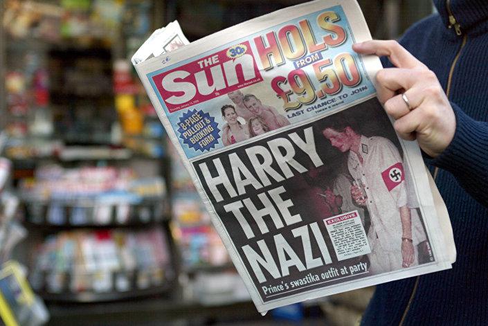 Príncipe Harry chegou a uma festa à fantasia vestido com uniforme nazista, 2005
