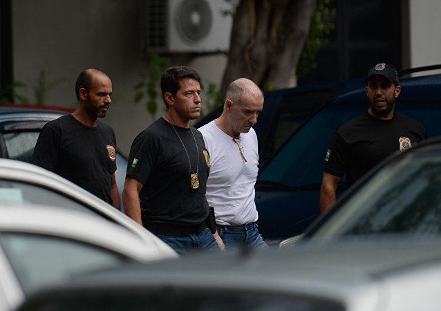 Eike Batista deixa a sede da PF, na região portuária do Rio, após depoimento