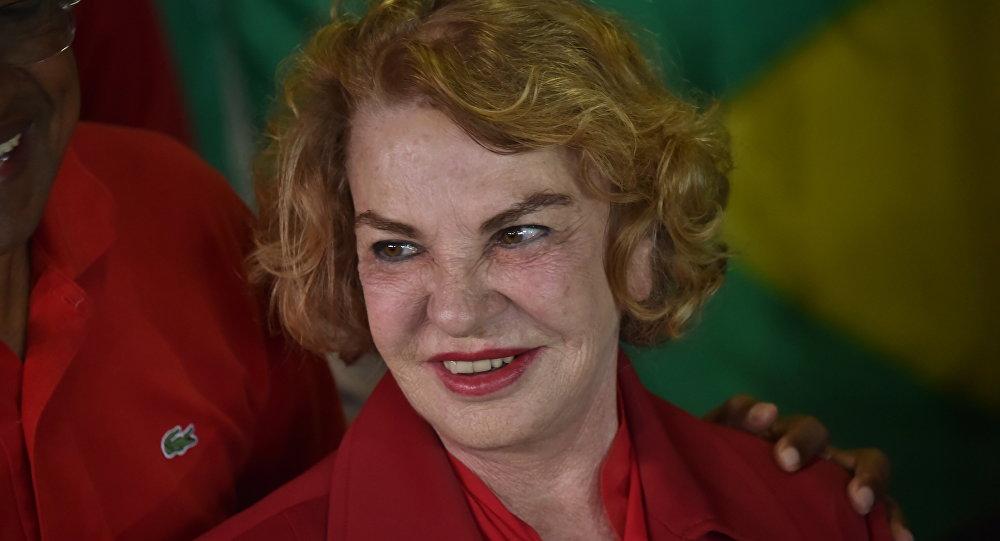 Dona Marisa Letícia durante eleições municipais em uma estação de voto de São Bernardo dos Campos, em 2 de outubro de 2014