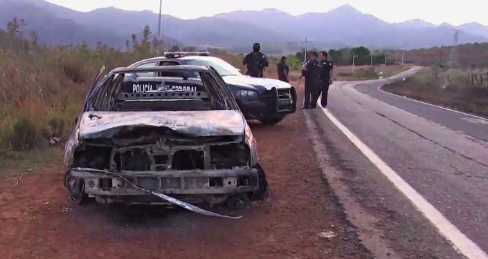 Foto de carro destruído pelo cartel de Jalisco Nova Geração, em 2015.