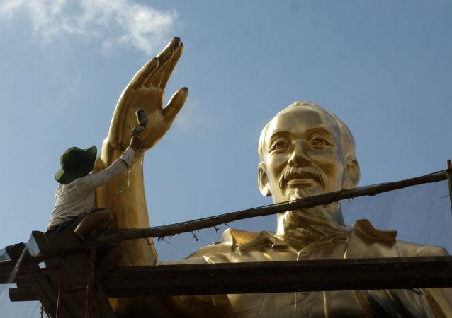 Monumento ao primeiro presidente do Vietnã do Norte, Ho Chi Minh, na cidade de Can Tho.