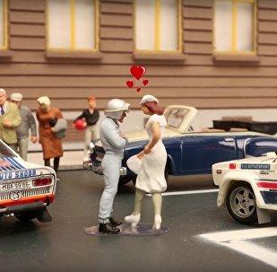 Filme húngaro com carros, ônibus e bondes vintage soviéticos