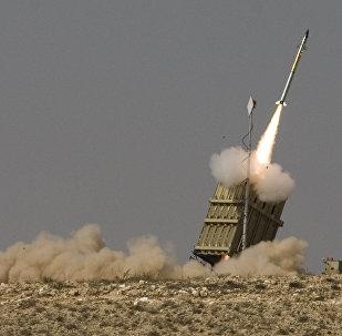 Míssil lançado pelo sistema antiaéreo israelense Cúpula de Ferro (imagem referencial)