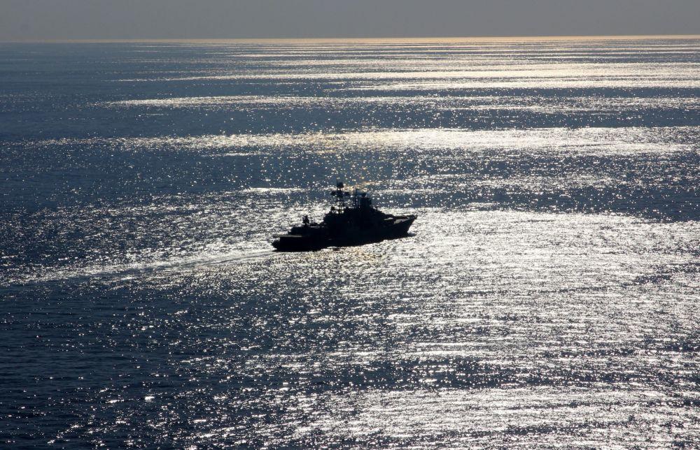 Cruzador nuclear pesado russo Pyotr Veliky no Mediterrâneo