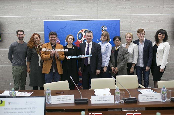 Voluntários de todo o mundo aprendem idioma russo no Instituto Pushkin de Língua Russa