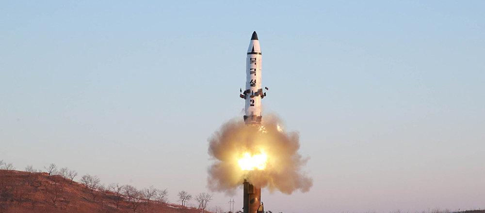 Lançamento do míssil balístico Pukguksong-2 pela Coreia do Norte (foto de aqruivo)