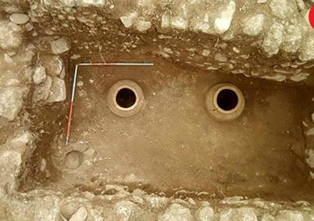 Túmulo descoberto durante escavações na provincia de Lorestan, Irã