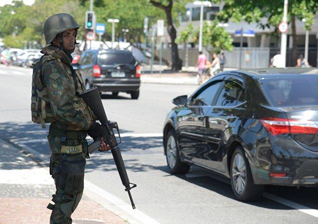 Forças Armadas atuam no patrulhamento em praias da zona sul do Rio