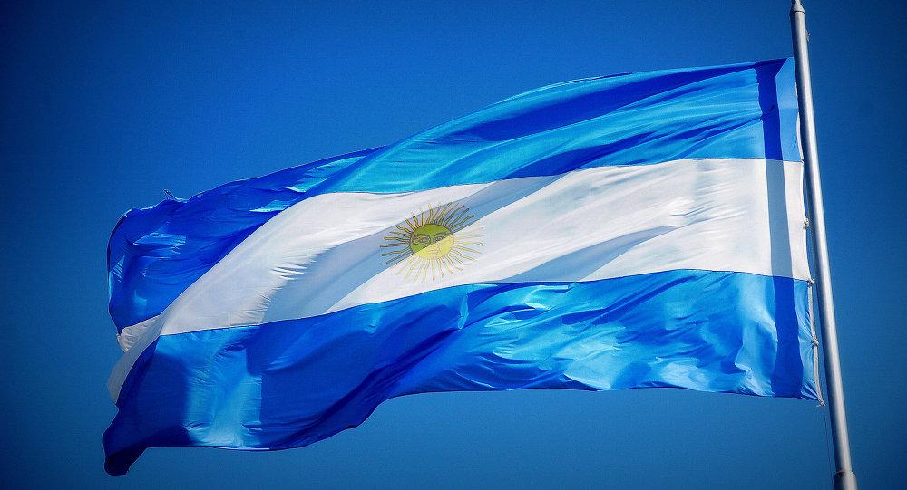 Para professor de História, Daniel Scioli está se apresentando ao eleitorado com uma boa plataforma e trabalha com a ideia de sugerir a inclusão da Argentina no grupo BRICS