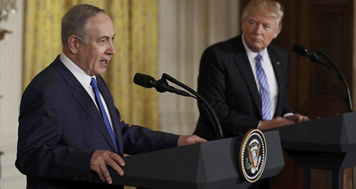 Premiê de Israel, Benjamin Netanyahu, durante visita a Washington realizou coletiva de imprensa conjunta com presidente Donald Trump, 15 de fevereiro de 2017