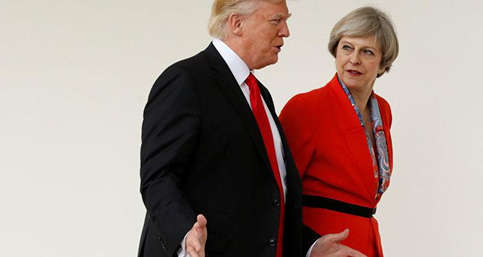 Presidente dos EUA, Donald Trump, ao lado da primeira-ministra do Reino Unido Theresa May após encontro na Casa Branca, em Washington, nos EUA.