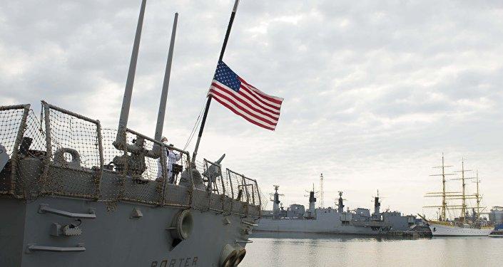 Destróier USS Porter da marinha dos EUA (DDG 78) durante uma visita planejada ao porto de Constança, Romênia, 13 de junho de 2016