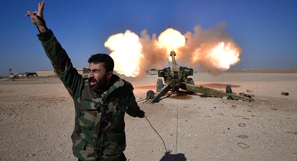 Forças de Mobilização Populares (PMF) durante ofensiva contra militantes do Daesh, a oeste de Mosul, Iraque 22 de fevereiro de 2017