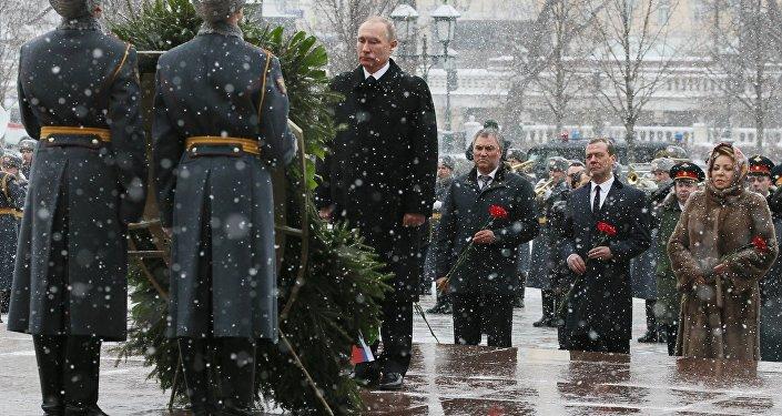 O presidente russo Vladimir Putin na cerimônia de deposiçao de uma coroa de flores junto ao Túmulo do Soldado Desconhecido, em 23 de fevereiro de 2017