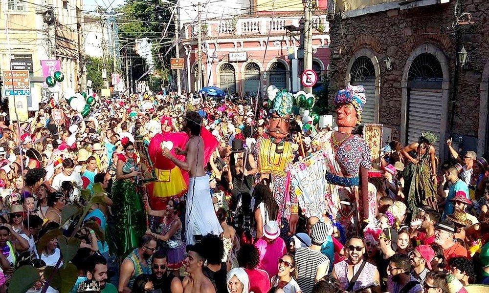 Desfile dos Amigos do Zé Pereira arrastou uma multidão no ano passado