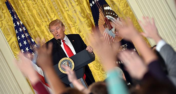 16 de fevereiro, 2017. O presidente dos EUA Donald Trump fala com a imprensa