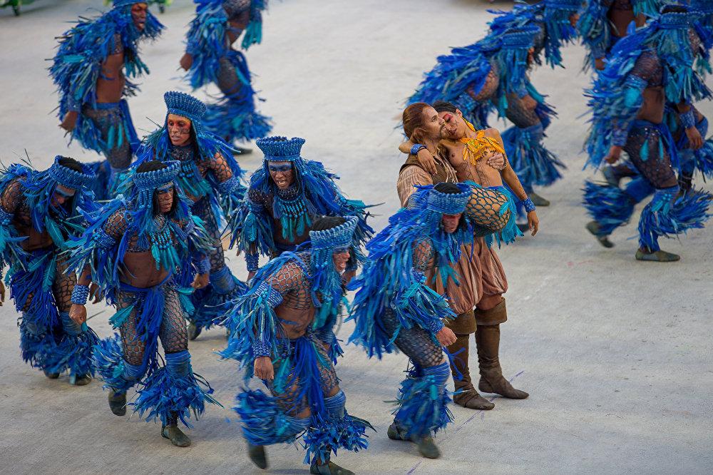 Dançarinos em azul são um dos destaques da festa apresentada pela Beija-Flor!