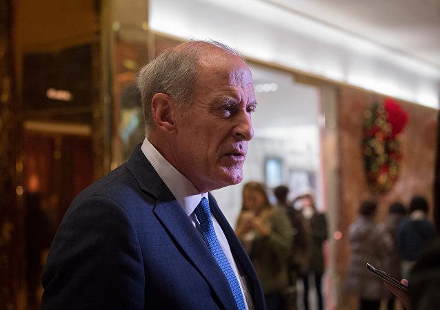 Dan Coats, novo Diretor de Inteligência Nacional dos EUA no lobby da Trump Tower, em Nova York (arquivo)
