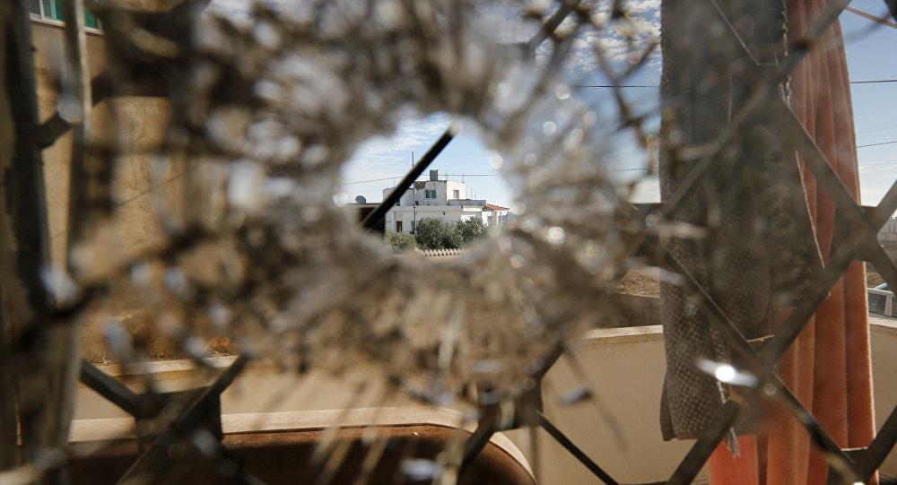 Marca de bala em um prédio que foi palco de confrontos entre policiais e terroristas em Karak, Jordânia, em 21 de dezembro de 2016
