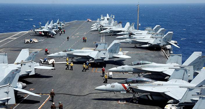 Porta-aviões norte-americano USS Carl Vinson durante patrulha no mar do Sul da China, 3 de março de 2017