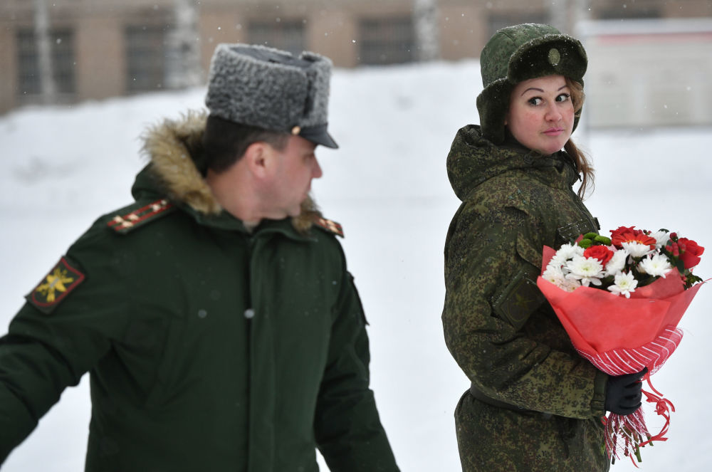 Uma participante depois do concurso de beleza e profissional entre mulheres militares das forças de mísseis estratégicos na região de Yaroslavl, na Rússia