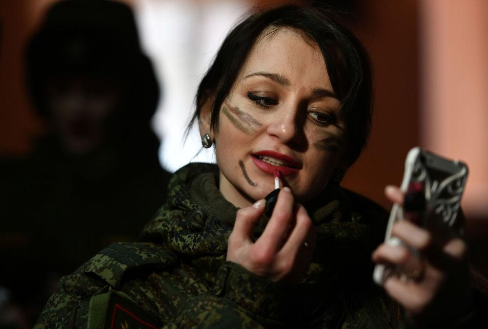 Uma participante antes do início do concurso de beleza e profissional entre mulheres militares das forças de mísseis estratégicos