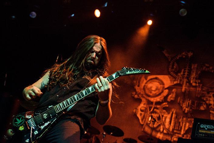 Andreas Kisser, guitarrista do Sepultura, durante o show em Moscou, em 7 de março de 2017