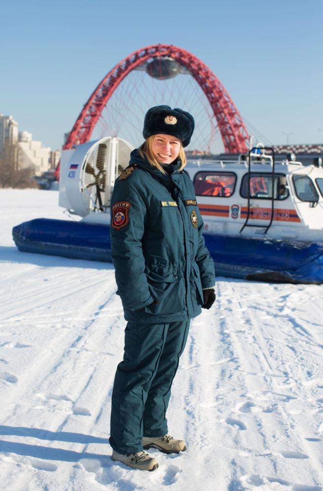 A inspetora Estatal de embarcações pequenas Ekaterina Pronyakina