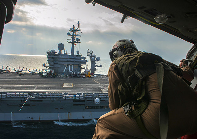 Porta-aviões norte-americano USS Carl Vinson
