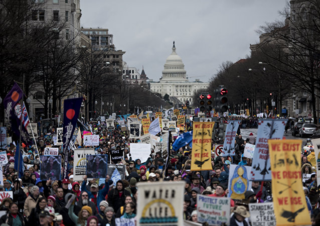 Protesto contra construção do oleoduto Dakota Access em frente à Casa Branca, 10 de março de 2017