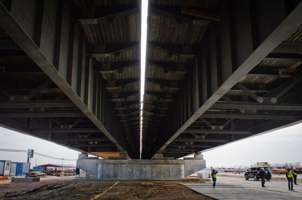 Construção da rodovia através do Estreito de Kerch, no mar de Azov
