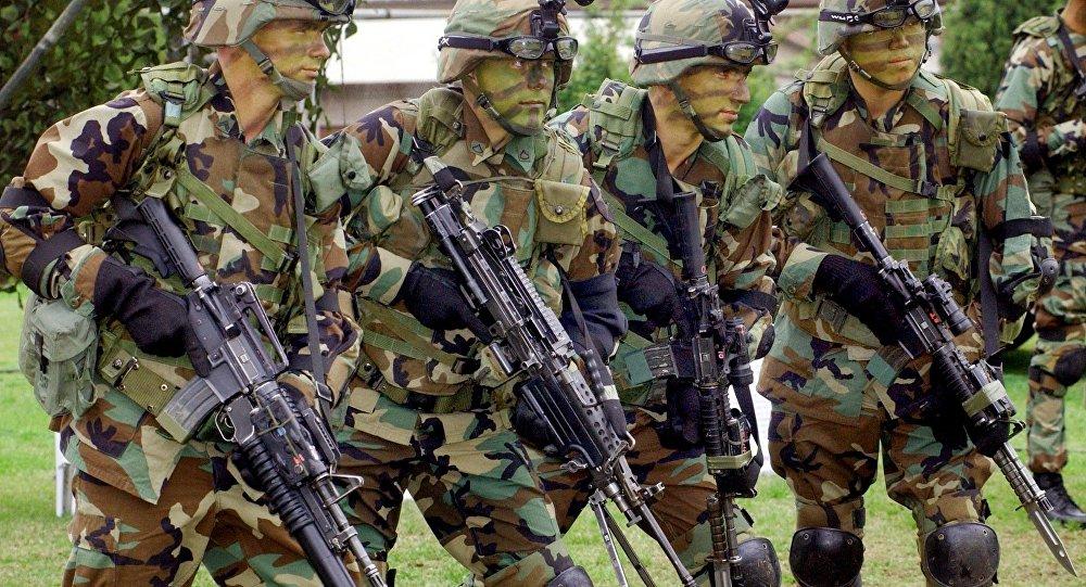 Soldados das Forças dos Estados Unidos na Coreia (USFK) demonstram equipamento na base militar de Yongsan, em Seul (Arquivo).