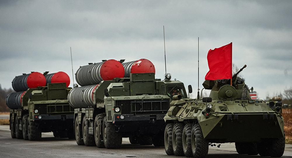 Um destacamento de S-300 em São Petersburgo