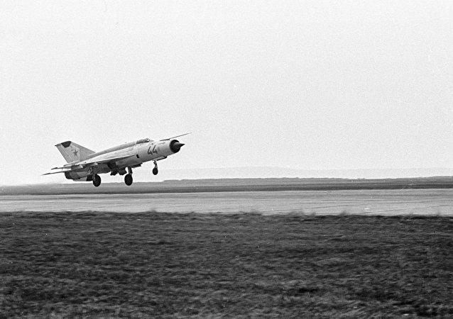 MiG-21 (foto de arquivo)