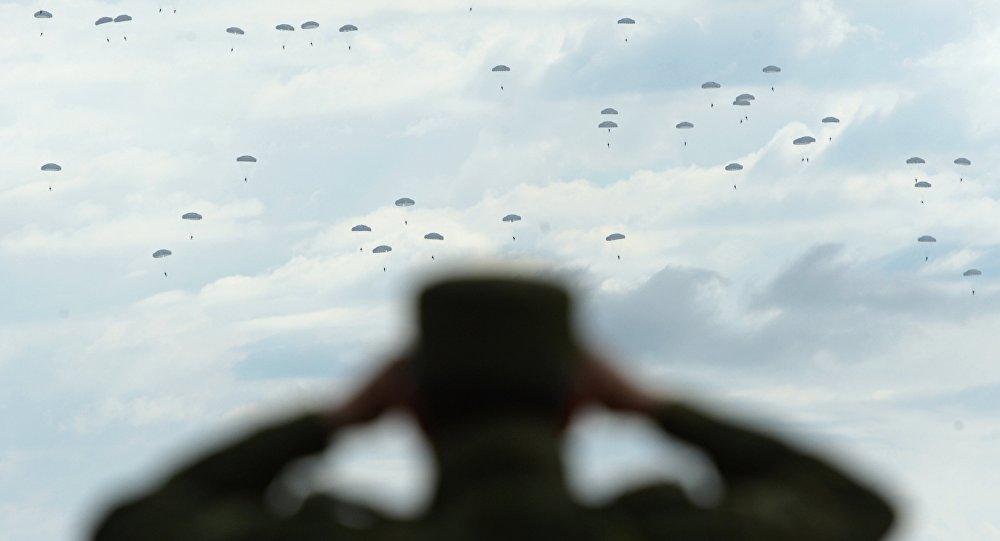 Treinos das tropas paraquedistas russas (foto de arquivo)