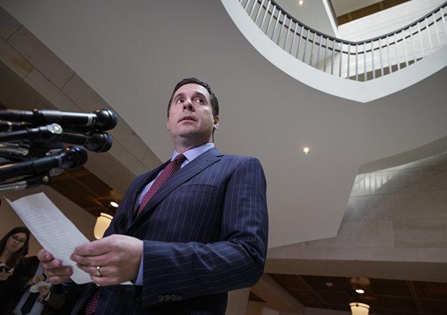 Deputado republicano Devin Nunes, presidente do Comitê de Inteligência da Câmara, durante conversa com jornalistas sobre as investigações em curso