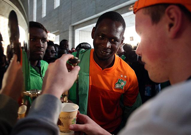 Visitantes são recebidos com chá antes do amistoso entre as seleções de Rússia e Costa do Marfim em Krasnodar