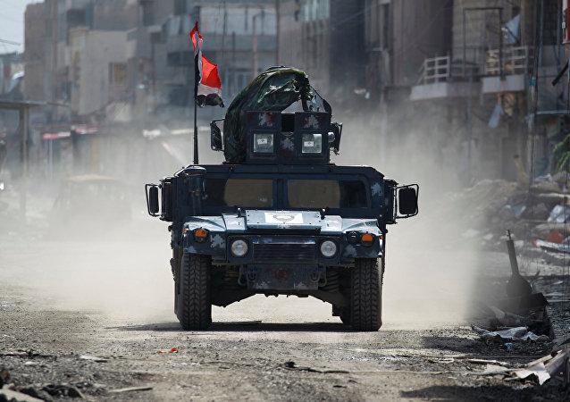 Veículo militar da Polícia Federal iraquiana em Mossul, 24 de março de 2017