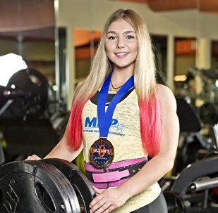 Atleta russa de powerlifting mundialmente conhecida Mariana Naumova