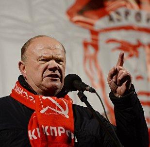 O líder do Partido Comunista russo, Gennady Ziuganov, discursa durante os eventos em homenagem ao 99º aniversário da Revolução de Outubro