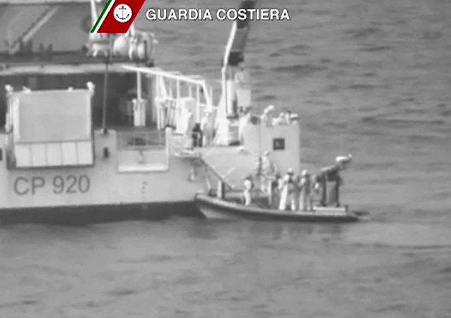Resgate após naufrágio no Mediterrâneo.