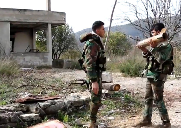 Soldados sírios realizam desminagem na província de Latakia  (arquivo)