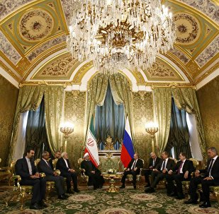 O presidente russo, Vladimir Putin, se reúne com o presidente iraniano, Hassan Rouhani, no Kremlin