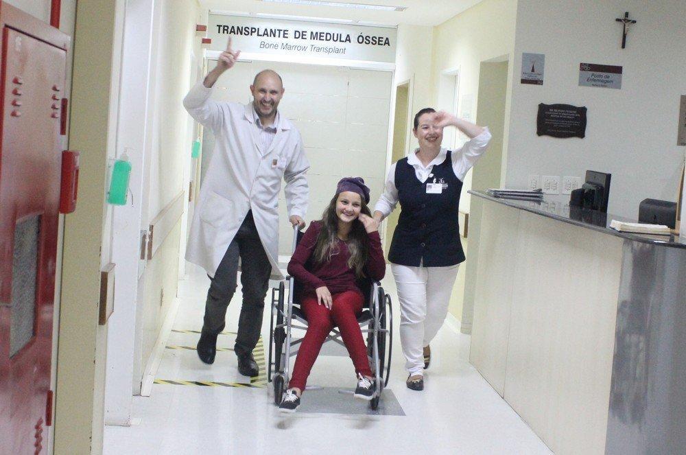 O vídeo contou com a participação de médicos e enfermeiros da unidade e na cadeira Ana Julia que também se curou