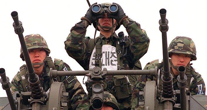 Soldados sul-coreanos participam de treinamentos de tiro, frente a um possível ataque por parte da Coreia do Norte(foto de arquivo)