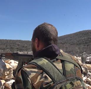 Voluntários sírios aprendem como combater terroristas nas montanhas de Latakia