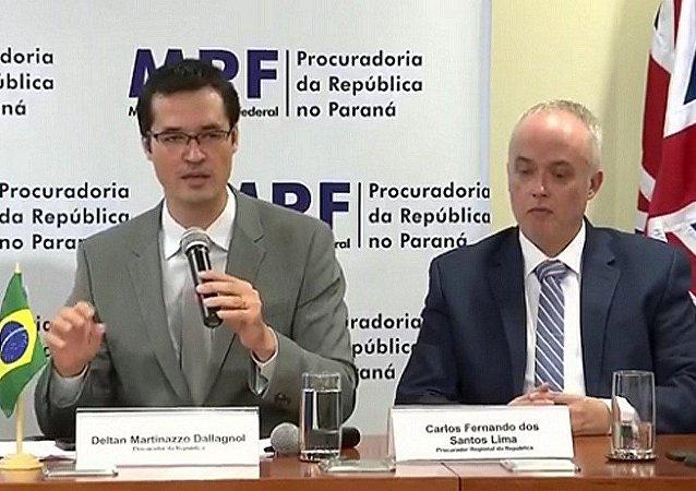 Procuradores da força-tarefa da Lava Jato falam em Curitiba sobre a operação