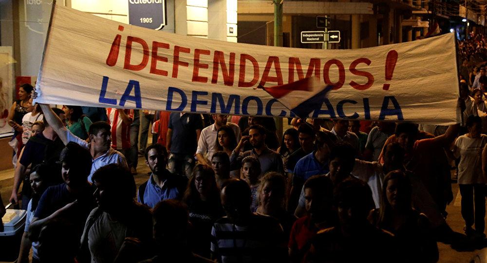 Manifestações em Paraguai contra lei que permite a reeleição do presidente do país